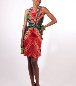 femme robe collier Bakélite Africouleur by Férouz