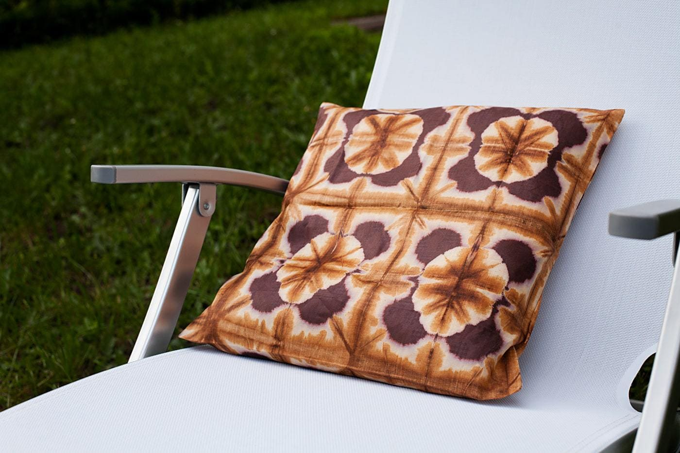 housse de coussin en tissu africain bazin africouleur. Black Bedroom Furniture Sets. Home Design Ideas