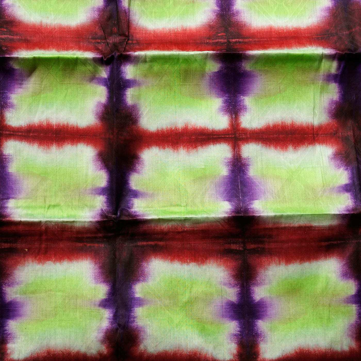 tissu africain en bazin vert anis rouge et violet motif ruche africouleur. Black Bedroom Furniture Sets. Home Design Ideas