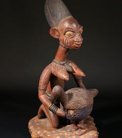 Statue africaine Yoruba du Nigéria avec coupe