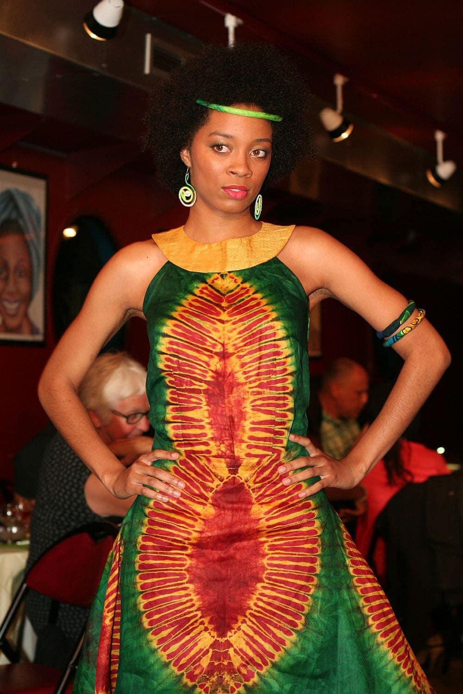 robe africaine courte eluisa en bazin africouleur. Black Bedroom Furniture Sets. Home Design Ideas