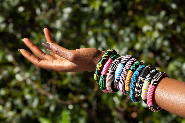 lot de 3 bracelets s n galais en raphia et plastique recycl africouleur. Black Bedroom Furniture Sets. Home Design Ideas