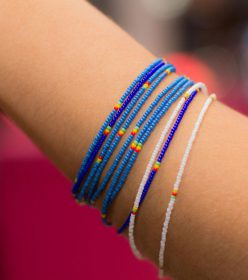 Bracelet de perles miniatures