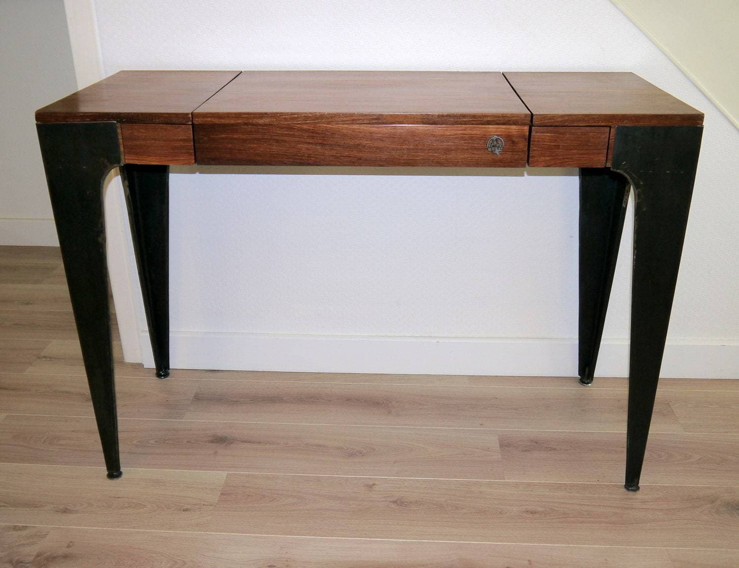 console de bureau gazelle en bois massif et t le brute. Black Bedroom Furniture Sets. Home Design Ideas