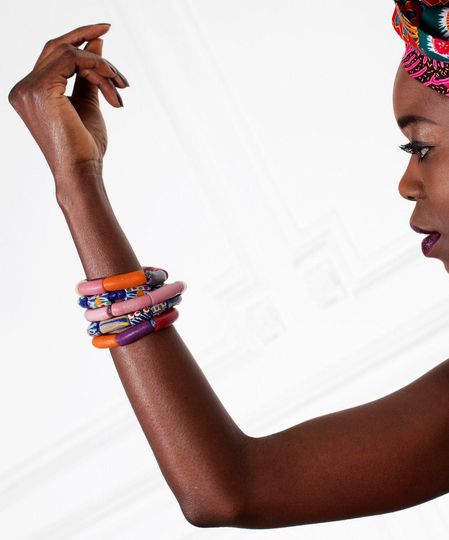 bracelet africain unicolore en perles de verre recycl es et sabl e africouleur. Black Bedroom Furniture Sets. Home Design Ideas