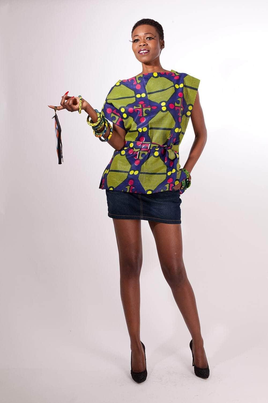 tunique africaine tranquille en pagne africouleur. Black Bedroom Furniture Sets. Home Design Ideas