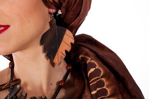 Boucles d'oreilles en ébène en forme de feuille