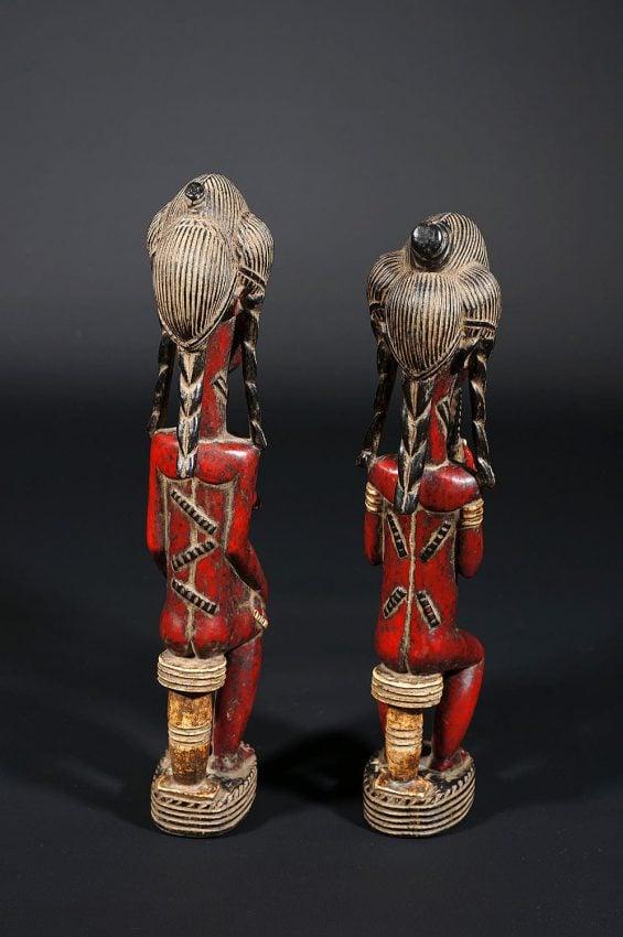 Couples de baoulés nus rouges