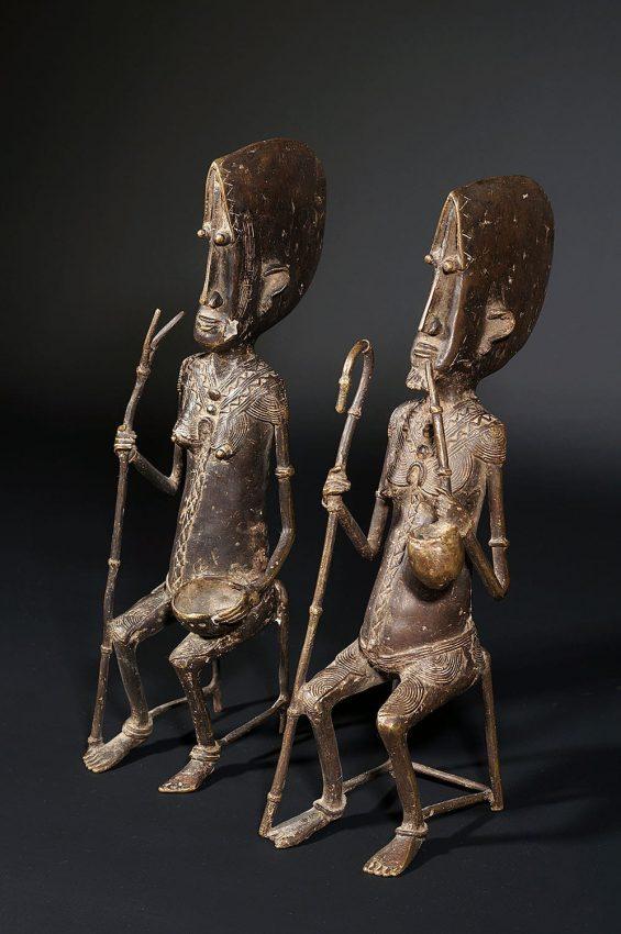 Couple de vieux Dogons en bronze du Mali