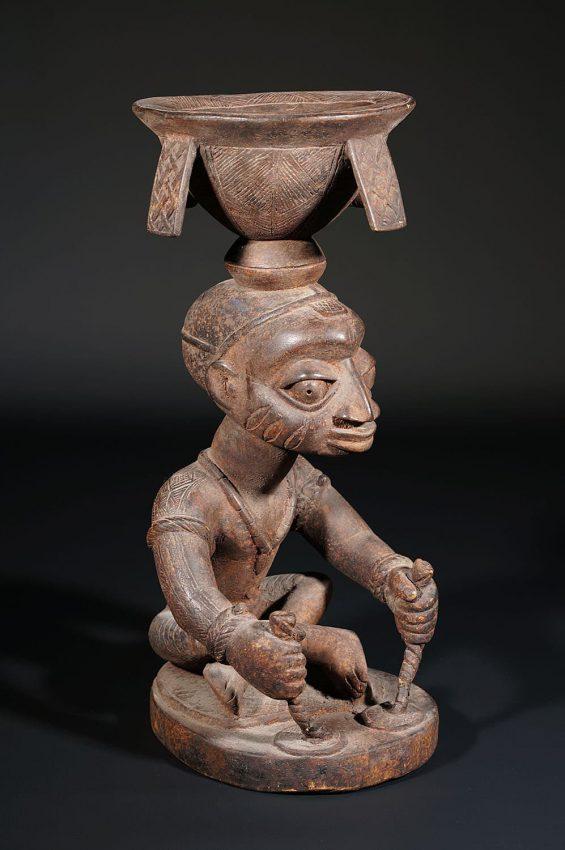 statue africaine yorouba porteur de coupe adjéré