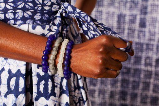 Bracelet pâte de verre uni bleu et blanc