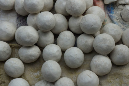 Billes d'argiles pour créer les moules