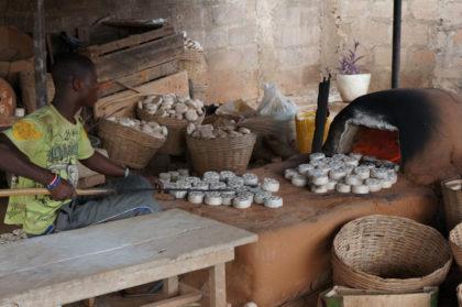 Un artisan en plein travail