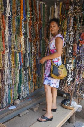 Férouz chez les vendeuses de perles
