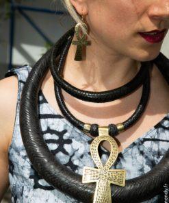 Collier en cuire et croix d'Ankh