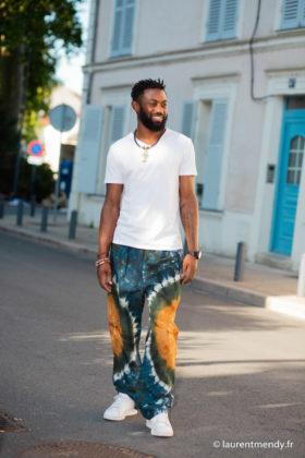 Pantalon africain homme en calicot teinté et collier en cuir tressé et Ankh en bronze