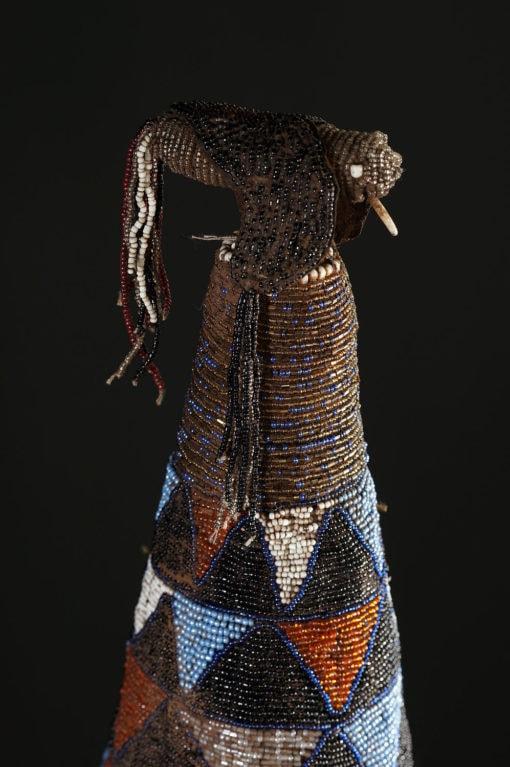 Couronne Ade en perles Yoruba du Nigéria avec masques et oiseaux