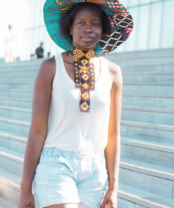 Chapeau de soleil en wax et collier en perles