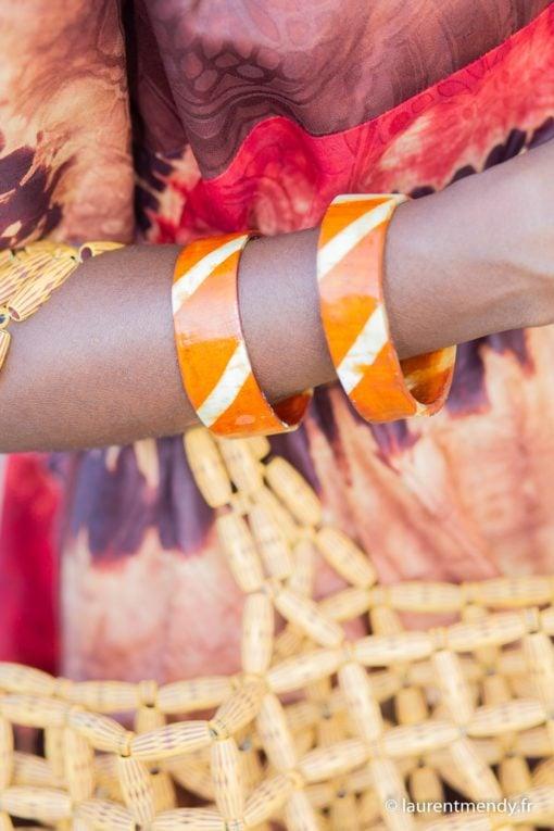 Bracelet en corne teint au henné tradition du Ghana et Togo
