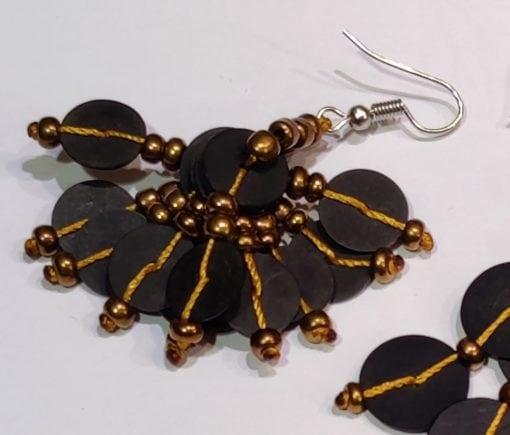 Boucles d'oreilles en bakélite noir et or