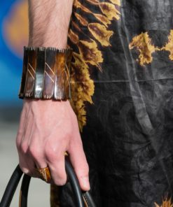 Bracelet en os strié